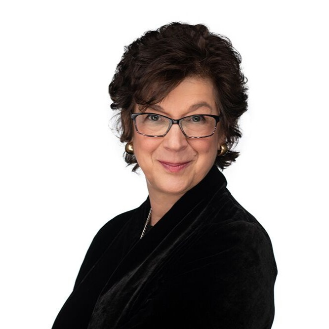 Laura - Professional Headshot-1